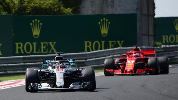 Vettell detrás de Hamilton