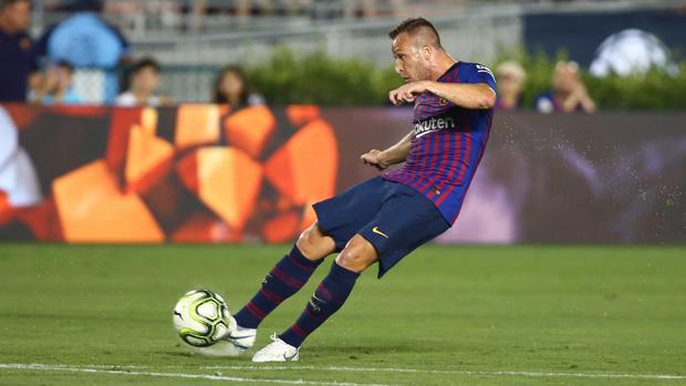 Arthur brilla en la primera prueba del Barcelona