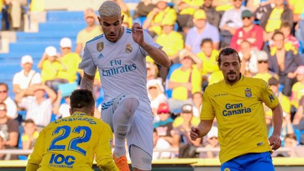 Theo Hernández durante un partido con el Real Madrid en la pasada temporada