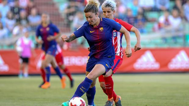 Fútbol Mapi León (Barcelona) y Sonia Bermúdez (Atlético) durante un partido 673c23a902b90