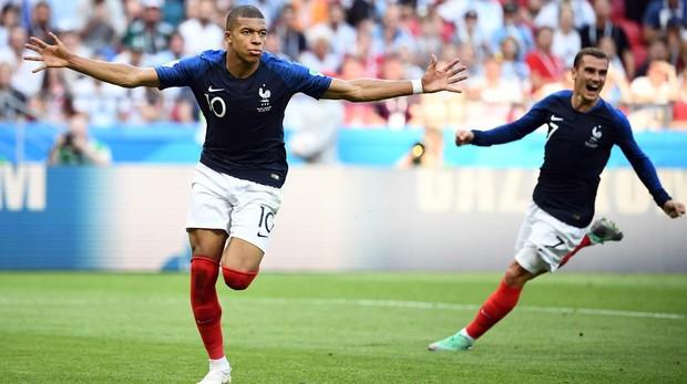 Mbappé celebra un gol con la selección francesa durante el Mundial de Rusia