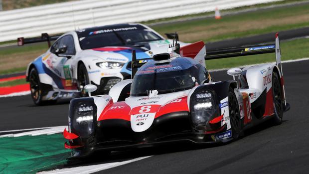 Alonso, al volante del coche número 8 de Toyota