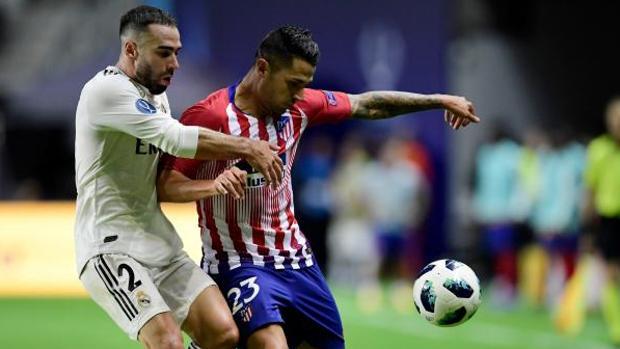Vitolo frente a Carvajal en la Supercopa de Europa