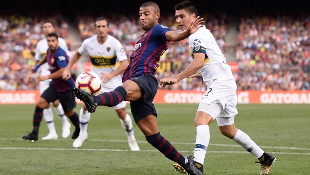Rafinha controla el balón durante el partido del Gamper ante Boca Juniors