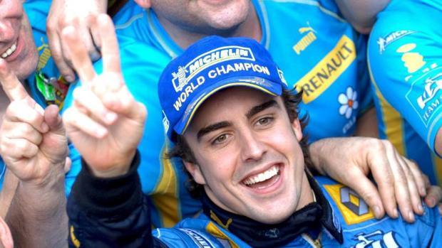 Fernando Alonso celebra su segundo título mundial, logrado en 2006