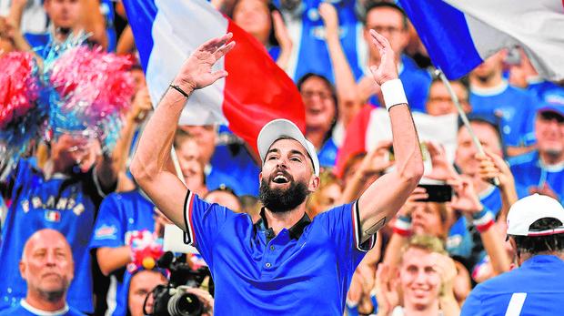Benoit Paire celebra su triunfo ante Carreño en la Copa Davis
