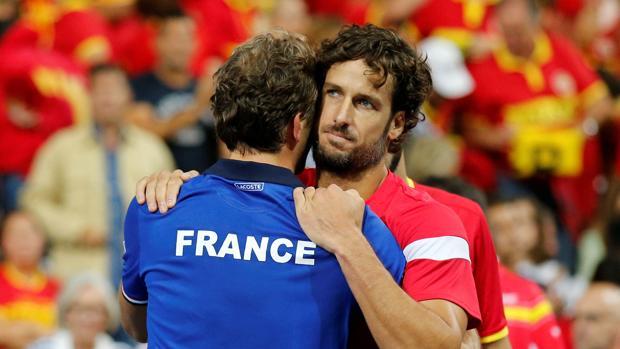 Feliciano López felicita a Julien Benneteau tras el partido