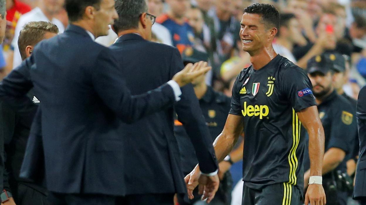 La expulsión de Cristiano divide al fútbol italiano