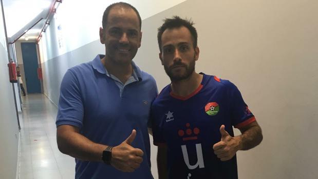Salva Ballesta, entrenador, y Martinuccio, delantero del Móstoles