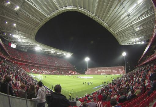 El estadio San Mamés en un partido de La Liga