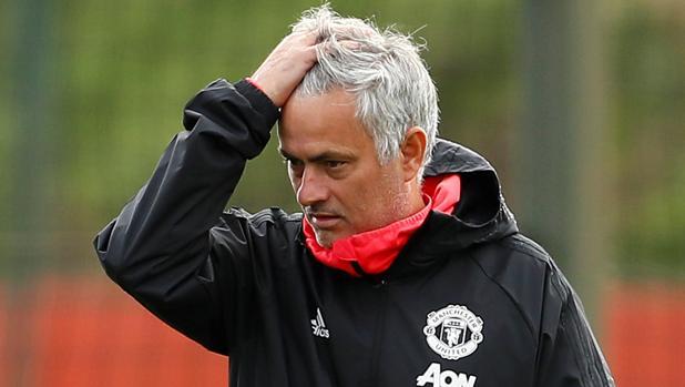 Mourinho, en un entrenamiento del Manchester United