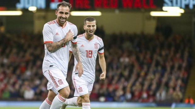 Alcácer celebra uno de sus dos goles