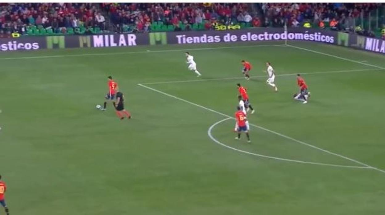 Sergio Ramos enfurece otra vez a Inglaterra por un pisotón a Sterling