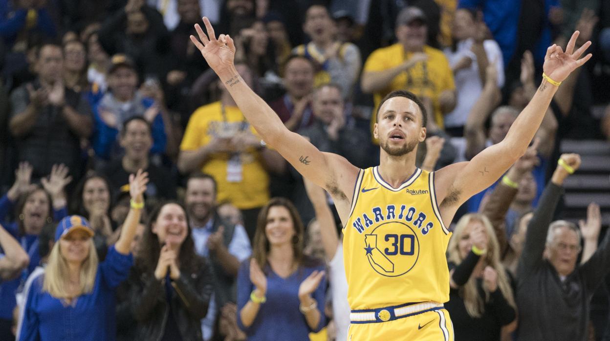 Stephen Curry firma un partido de leyenda 453e1ca4098