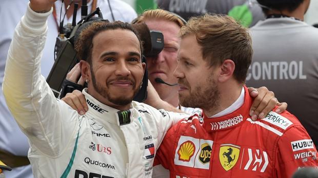 Vettel, abrazado a Hamilton