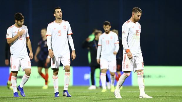 Los jugadores de la selección se lamentan de la derrota