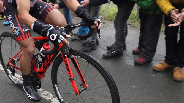 Ciclista durante la Vuelta al País Vasco