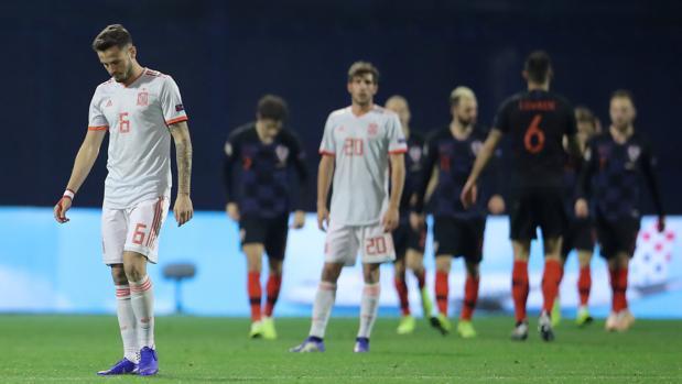 Saúl lamenta uno de los tres goles de Croacia