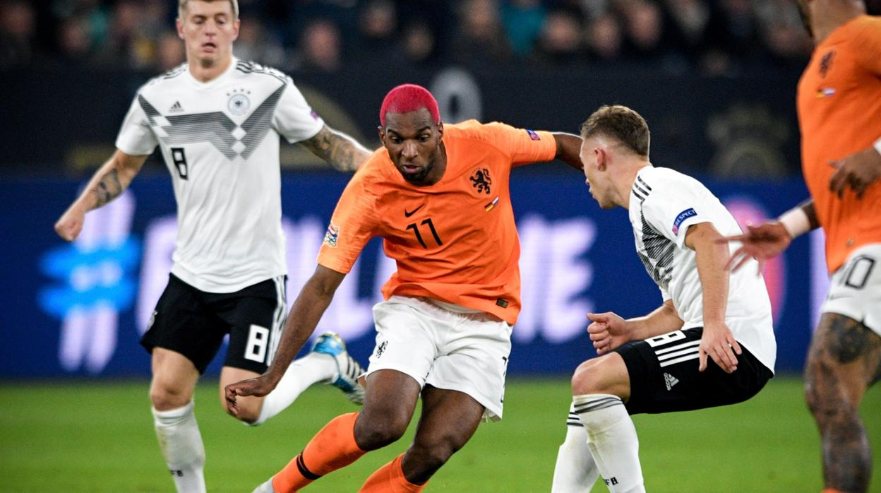 Van Dijk mete a Holanda en la fase final