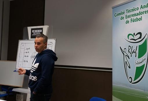 Juan Arsenal entrenador del Linares Deportivo