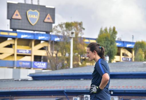 El campo donde juega el plantel femenino de Boca está al lado de La Bombonera
