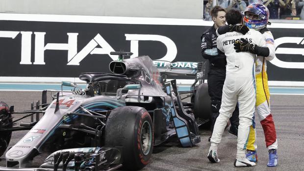 Alonso y Hamilton se fundieron en un abrazo tras la carrera