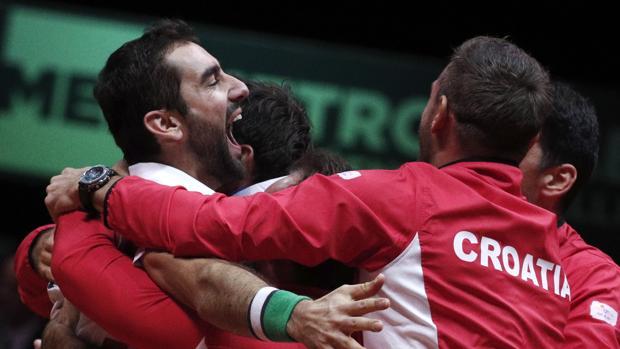 Cilic celebra con el equipo croata el título de la Davis