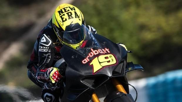 Álvaro Bautista, a lomos de la Ducati de Superbikes en los test de Jerez
