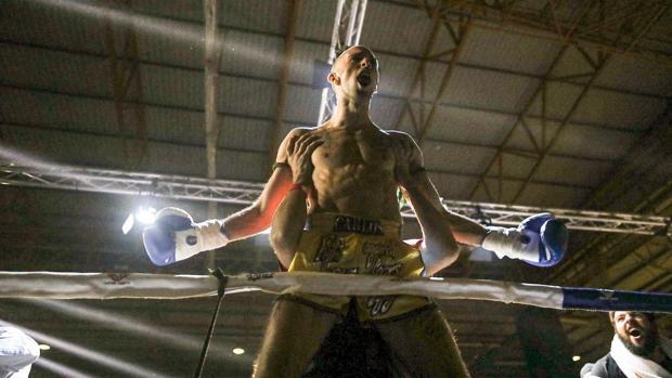 Carlos Coello conquista su segundo Mundial de muay thai
