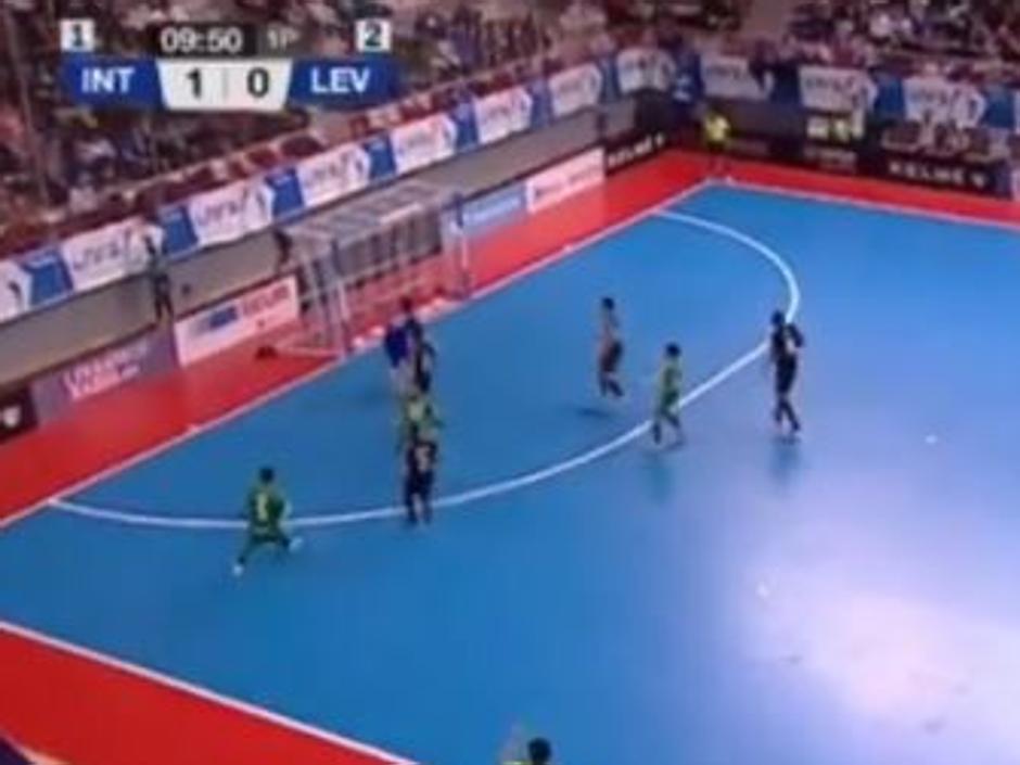 La última genialidad de Ricardinho: un gol nunca visto