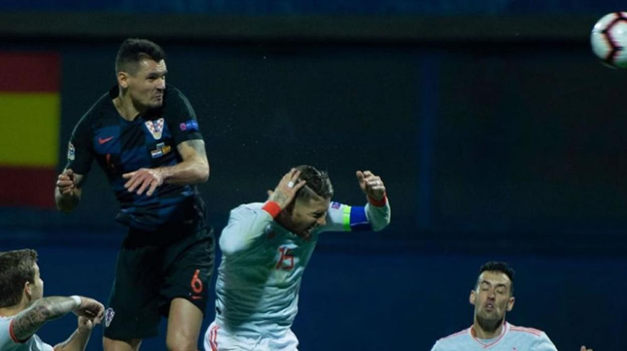 La UEFA sanciona a Lovren por sus ofensas a la selección española