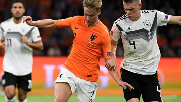 De Jong, en un partido entre Holanda y Alemania