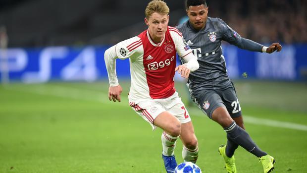 Frenkie de Jong durante un partido del Ajax