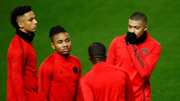 Entrenamiento de los jugadores del PSG en Old Trafford