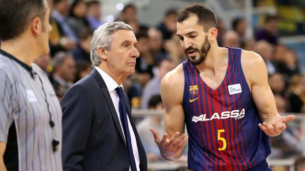 Pau Ribas y Svetislav Pesic durante un partido del Barcelona