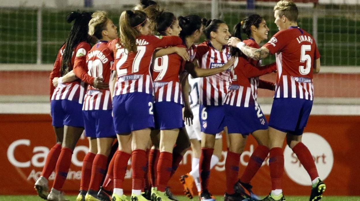 El Sporting Huelva sorprende al Barcelona y tiñe la Liga de rojiblanco