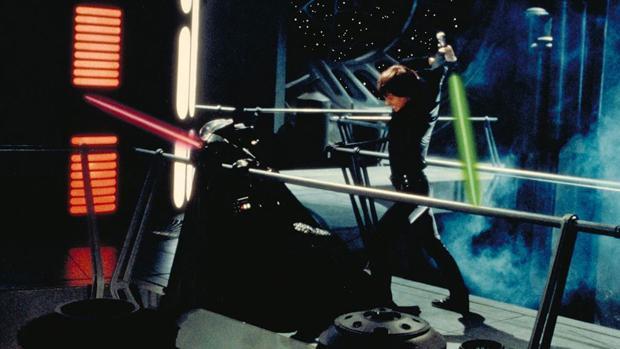Escena de Star Wars de una lucha con espadas láser