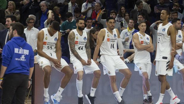 Los jugadores del Real Madrid, tristes tras el final de la Copa