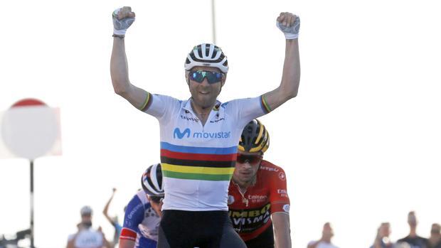 Valverde celebra su triunfo en los EAU