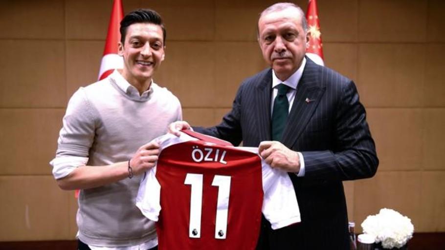 La polémica boda de Ozil con Erdogan de testigo