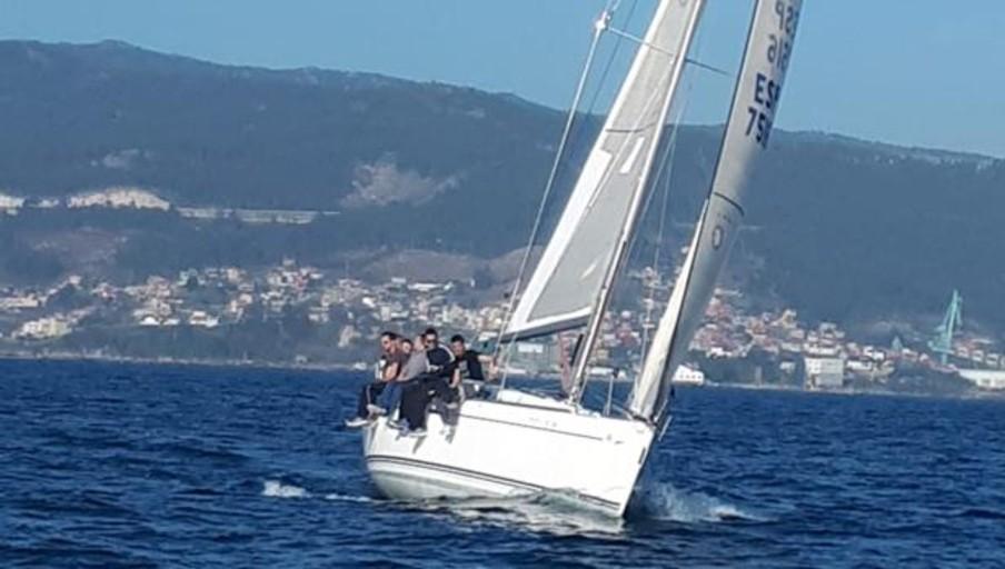 La penúltima jornada del Trofeo Repsol en aguas de la ría de Vigo con una Regata a la Inversa