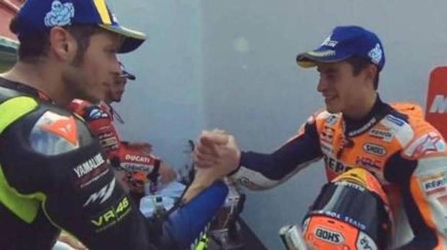 El «primer beso» de Marc Márquez con Rossi