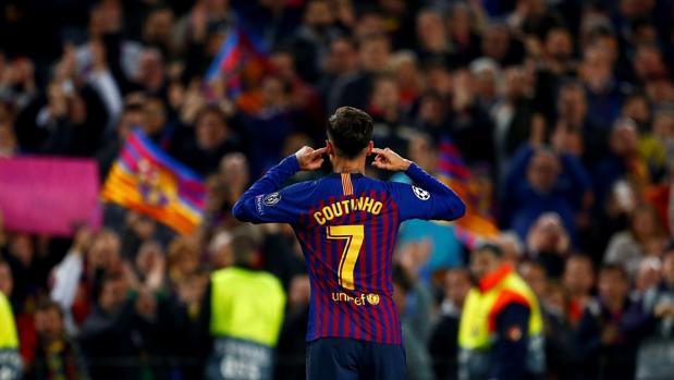 Coutinho se tapa los oidos mirando a la grada tras marcar el tercer gol del Barcelona