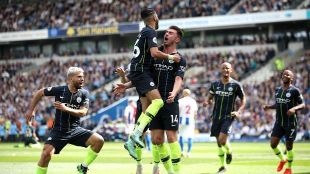 Los jugadores del Manchester City celebran uno de los goles de la tarde