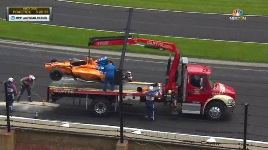 Así fue el impactante accidente de Fernando Alonso en los entrenamientos de la Indy