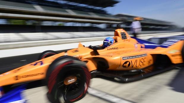 Fernando Alonso durante los entrenamientos libres de Indianápolis