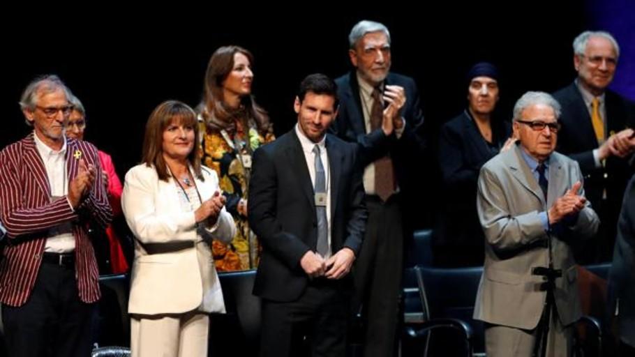 Leo Messi recibe la Creu de Sant Jordi por su «humildad y honestidad»