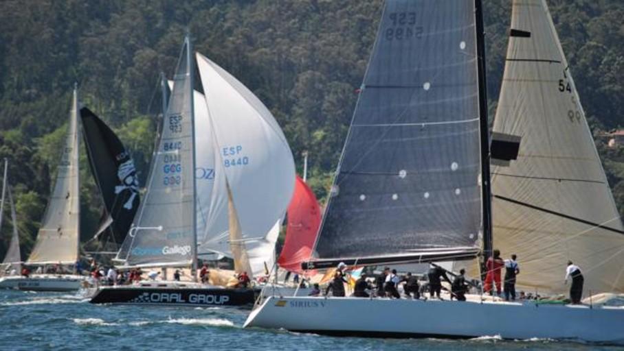 El «Fuerza Cuatro» ratifica con una nueva victoria su triunfo en la Regata Almirante Rodríguez Toubes
