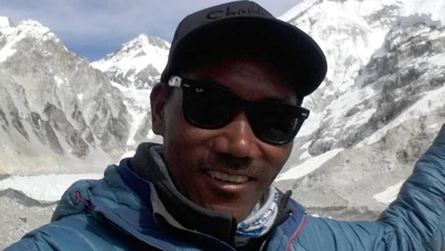 Nepalí sube el Everest dos veces en una semana y marca récord de 24 ascensos