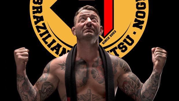El luchador valenciano Tito Beltrán con su cinturón negro al cuello